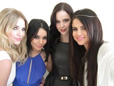 selena gomez and ashley benson photos | Selena Gomez, Ashley Benson et Vanessa Hudgens posent pour TF1 News ...