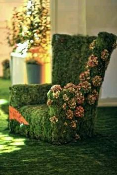 GORGEOUS TOPIARY ROSE CHAIR.... another lovely chair for the outside garden 'living room'..
