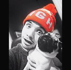 Agustín hace 1 hora vía Instagram  [marama_agustin] Selena Taylor, Totoro, Pugs, Idol, Winter Hats, Queens, Dog Love, Bands, Singers