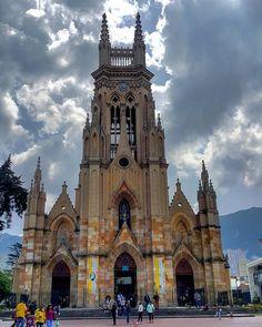 Basílica nuestra señora de Lourdes Bogotá.  #bogota #bogotaneando #lourdes #church #churches #churchesoftheworld #igbogota #igersbogota #loves_bogota #galeriaco#colombianiando#thisisincolombia#igrejaspelomundo#igerscolombia#igrejasemfoco#colombia#ig_colombia#igcolombia#colombianiando#thisisincolombia#colombia_folklore#experiencecolombia#loves_colombia #icu_colombia #colombia_greatshots #colombia_estrella #explorecolombia by andraree