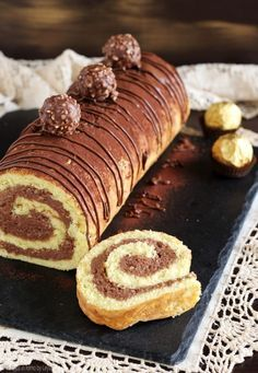 Rotolo Rocher con nocciole, nutella e wafer Dulcisss in forno by Leyla