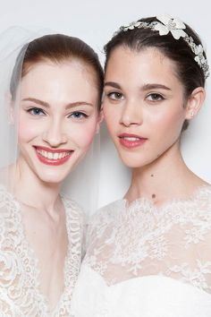 Braut Make-up bei Carolina Herrera Bilder - Jolie Bridal Make Up, Wedding Make Up, Carolina Herrera Bridal, Braut Make-up, Trends, Wedding Beauty, Models, Bobbi Brown, Pearl Earrings
