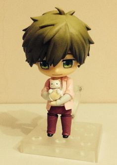 Makoto figurine with cat ... Made by anna ... OMG! Perfect!!!! .... From lesfrites ... Free! - Iwatobi Swim Club, makoto tachibana, makoto, tachibana, free!, iwatobi, cat, figurine