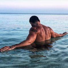 ทวิตเตอร์ Hottest Guy Ever, 365days, Daddy Aesthetic, Aesthetic Body, Italian Men, Beach Poses, Photography Poses For Men, Hommes Sexy, Hot Boys