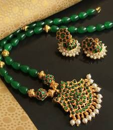 Silver Necklace With Pendant Refferal: 8171837067 Indian Jewellery Design, Indian Jewelry, Jewelry Design, Latest Jewellery, Emerald Jewelry, Gold Jewelry, Beaded Jewelry, Thread Jewellery, Temple Jewellery