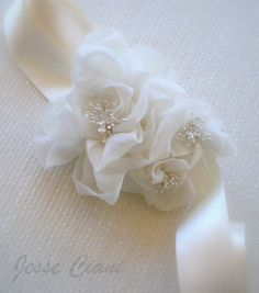 Love this wedding belt. Super elegant -- could totally see wearing this. Hmmm...From #JesseCiani on #Etsy