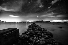 "282 likerklikk, 37 kommentarer – Kim André Hansen🇧🇻Bnw (@kiahans78) på Instagram: ""By opening the gate to my heart, you give me the strength to brighten up your whole world. Never…"" Black And White Landscape, Nature Photos, Night Skies, Black And White Photography, Norway, Landscape Photography, Monochrome, Northern Lights, Beautiful Places"