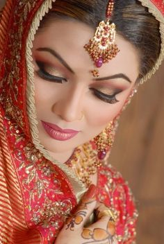 Looking up eye shadow tips clues you in on the latest Indian Bridal styles. LOL