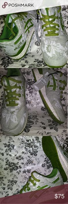Asics Gel Lyte sneakers Rare made in Japan Asics Gel Lyte sneakers Floral Pattern olive green and off-white color tongue is split in the middle 100% authentic brand new gorgeous shoe size 81/2 Asics Shoes Sneakers