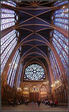 Chapelle, Paris I love trippy ceiling pictures from churches. When I was in the Netherlands, I took SO many pictures of vaulting! Sainte Chapelle Paris, Saint Chapelle, Beautiful Architecture, Art And Architecture, Architecture Details, Places To See, Places Ive Been, Beautiful World, Beautiful Places
