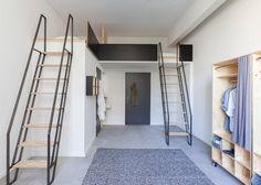 A Berlin, Macro Sea a transformé cette ancienne usine berlinoise en une résidence pour étudiants moderne et fonctionnelle. Chaque chambre est équipée d'une mezzanine à laquelle on accède grâce à une échelle en métal. L'alliance du bois et du métal dans le mobilier utilisé pour meubler cette rés