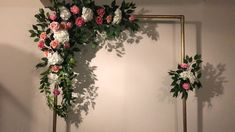 DIY- Arch Wedding drop - Diy and crafts interests Diy Wedding Backdrop, Wedding Stage Decorations, Engagement Decorations, Diy Backdrop, Backdrop Decorations, Flower Backdrop, Diy Wedding Decorations, Balloon Decorations, Flower Wall