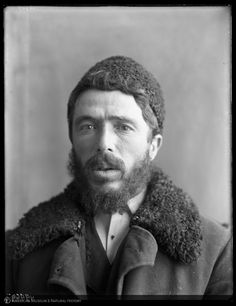 Man at  Ellis Island, 1907