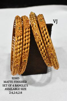 Terracotta Jewellery Designs, Antique Jewellery Designs, Gold Bangles Design, Gold Jewellery Design, Silver Bracelets, Indian Gold Bangles, Gold Jhumka Earrings, Jewelry Patterns, Elegant