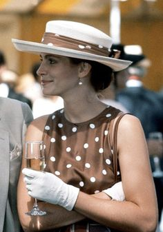 best high-street polka dot dresses: Julia Roberts in Pretty Woman Julia Roberts, Pretty Woman Film, Vestido Dot, Iconic Dresses, Business Outfit, Madame, Mode Inspiration, Looking For Women, Timeless Fashion