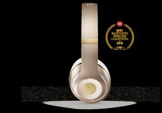 Beats Wireless delivers premium sound through real-time audio calibration while blocking external noise with Pure Adaptive Noice Canceling (Pure ANC). Studio Headphones, Bluetooth Headphones, Beats Headphones, Over Ear Headphones, Gold Beats, Beats Studio, Gold Outfit, Beats By Dre, Matte Gold