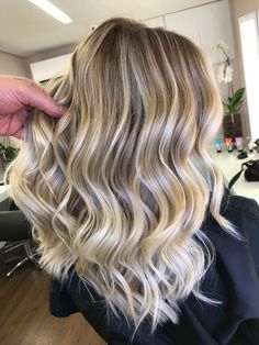 Best tape in human hair extensions, clip in human hair extensions, pre bonded hair extensions on sale. High quality pure human hair extension at lower price. Sombre Hair, Blonde Hair, Balayage Hairstyle, Cheveux Beiges, Great Hair, Hair Highlights, Human Hair Extensions, Dark Hair, Hair Looks