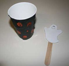 This peek-a-BOO ghost craft is a fantastic Halloween craft for kids! The happy ghost (on a popsicle stick) pops up out of his decorated cup. Kindergarten Halloween Party, Halloween Crafts For Kids, Fall Halloween, Kids Crafts, Ghost Crafts, Boo Ghost, All Kids, School Parties, Craft Party