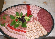 Great Snap Shots cold Meat snacks Suggestions, Take a look at these inspirations for proven records that you can. Meat And Cheese Tray, Meat Trays, Meat Platter, Food Trays, Party Trays, Party Buffet, Party Snacks, Appetizers For Party, Deli Platters