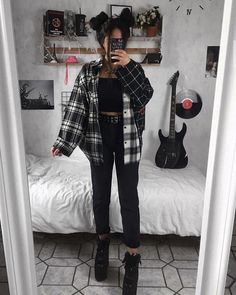 Grunge Outfits For School Indie Outfits, Teen Fashion Outfits, Cute Casual Outfits, Retro Outfits, Vintage Outfits, Cute Grunge Outfits, Emo Girl Fashion, Hipster Outfits For Women, Grunge School Outfits