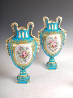 Par de vasos em porcelana Francesa Sevres do sec.19th, 46cm de altura, 4,810 USD / 4,220 EUROS / 17,220 REAIS / 31,030 CHINESE YUAN soulcariocantiques.tictail.com