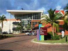 Albrook mall-Panama: ubicado en la Av Marginal, corregimiento de ancon. Horario de lun-sab de 10am-9pm y los dom de 11am-8pm