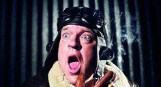 De Flint:Zelden Zoiets Gezien (reprise) - Bert Visscher. Deze avond is Trek theaterkeuken & café geopend.  Vliegveld Ter Haxel. Nu nog een kleine speler tussen luchthavens als JFK New York en Orly Parijs. Maar de baanverlenging is bijna een…
