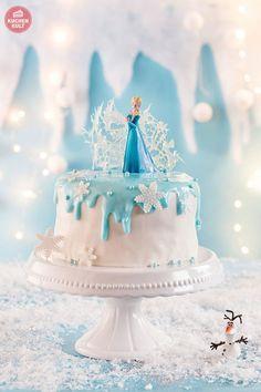 Eiskönigin Kindergeburtstag - die FROZEN Party Torte mit Elsa, Anna und Olaf. Die Torte kommt mit zwei gestapelten Benjamin Blümchen Torten aus der Conditorei Coppenath & Wiese ganz ohne backen aus. Birthday cake idea!