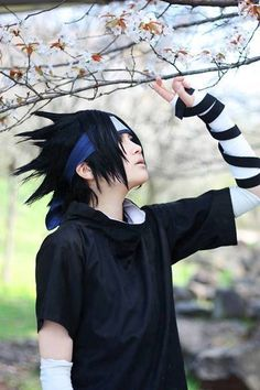 Shared by StuffInsideBooks. Find images and videos about anime, naruto and creative on We Heart It - the app to get lost in what you love. Sasuke Cosplay, Cosplay Anime, Epic Cosplay, Male Cosplay, Cosplay Makeup, Cosplay Costumes, Awesome Cosplay, Naruto And Sasuke, Sarada Uchiha