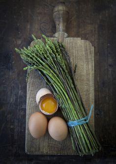 Esparragos. Pocas calórias y fuente de sustancias antioxidantes.  http//www.youcalorie.com