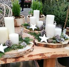 Velas no tronco de árvore - advent und Weihnachten - Natal Christmas Candles, Christmas Centerpieces, Rustic Christmas, Xmas Decorations, Christmas 2019, Christmas Home, Christmas Wreaths, Christmas Ornaments, Advent Wreaths