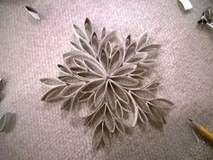 Elisa Crafts: Toilet paper rolls cross and snowflake Crafts For Teens, Crafts To Do, Diy Crafts, Yule Decorations, Christmas Decorations, Cardboard Crafts, Paper Crafts, Washi Tape Crafts, Egg Carton Crafts