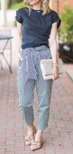 Navy and White the best (and most comfortable) dressy outfit for spring Capri Outfits, Dressy Summer Outfits, Best Casual Outfits, Spring Outfits Women, Dressy Casual Wedding, Fashionable Outfits, Outfit Summer, Summer Shorts, Stylish Outfits