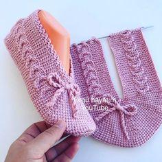 Sesl anlatim rnekl tunus patk tarfler best winter crochet hats pattern design ideas page 43 of 48 Knit Slippers Free Pattern, Crochet Cow, Crochet Slipper Pattern, Crochet Baby Shoes, Knitted Slippers, Baby Knitting Patterns, Knitting Designs, Crochet Patterns, Knitting Socks