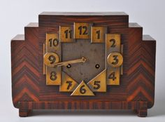 Oak with rosewood Amsterdam school chimney clock: The coloring is almost creamy, and goes well with the striking shapes. Yet despite its unique look, it has the same purpose as all other clocks.