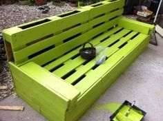 Welcome to your online community to discover and share your pallet projects & ideas! Thousands of recycled pallet ideas, free PDF plans & guides, safety information & useful guides for your next pallet project! Wooden Pallet Crafts, Outdoor Pallet Projects, Wooden Pallets, Pallet Ideas, Diy Projects, Diy Wood, 1001 Pallets, Recycled Pallets, Recycled Wood