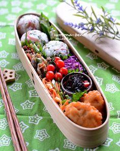 6/13 チキンナゲットと茗荷と大葉のおにぎり弁当 Japanese Lunch Box, Japanese Food, Bento Box Lunch, Food And Drink, Easy Meals, Rice Balls, Yummy Food, Cooking, Healthy