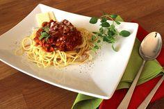 Zubereitungszeit: 5 Min. Kochzeit: 14 Min. Zutaten für 4 Personen: 500 g Nudeln, z. B. Spaghetti 3 EL Olivenöl 1 Zwiebel 1 Knoblauchzehe 3 E...