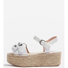 Topshop Wendy Bow Wedges (180 BRL) ❤ liked on Polyvore featuring shoes, sandals, white, white sandals, evening sandals, beach sandals, white leather shoes and high heel wedge sandals