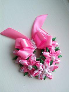 Одноклассники Diy Lace Ribbon Flowers, Cloth Flowers, Kanzashi Flowers, Ribbon Art, Satin Flowers, Fabric Ribbon, Ribbon Crafts, Fabric Flowers, Fabric Crafts