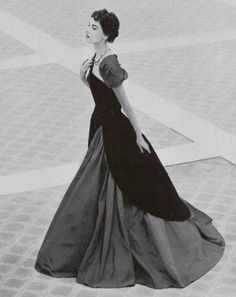 1952 Christian Dior & I swear I would wear everything he made back then! Vintage Glamour, Vintage Dior, Vintage Mode, Vintage Couture, Vintage Beauty, Vintage Hats, Christian Dior Vintage, Dior Fashion, 1950s Fashion