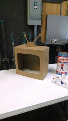 'Kid President: Declaration of Awesome' tv show - Cardboard vintage tv set prop