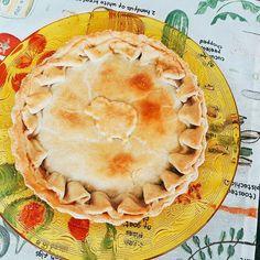 Imagina uma Torta de Espinafre com uma pegada Turca. Já está a venda a Torta Ali Baba. #tortaalibaba 🌱🐟🐄🍫🍰 @donamanteiga #donamanteiga #danusapenna #amanteigadas #gastronomia #food #bolos #tortas www.donamanteiga.com.br