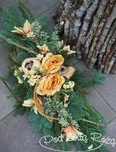 """Blog Kwiaciarni """"Pod Żółtą Różą"""" » 2014 » Październik Deco Floral, Arte Floral, Floral Design, Grave Flowers, Funeral Flowers, Floral Centerpieces, Floral Arrangements, Garden Workshops, Memorial Flowers"""