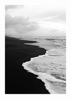 Envers du Decor - e-stocado: Playa Hermosa, Costa Rica Black And White Photo Wall, Black N White, Black White Photos, Black And White Photography, Black Sand, Color Black, Black And White Painting, White Barn, Photo Black