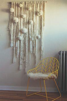 LOVE this wall hanging cream wool yarn natural giant pom poms ball Hermoso colgante de pared.me gusta! Diy Home Decor, Room Decor, Wall Decor, Wall Art, Woven Wall Hanging, Hanging Art, My New Room, Wall Hanger, Diy Wall