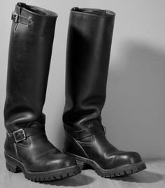 NOT tall measured INSIDE. My favorite bike boots! Two people have asked about the circumference.I measure 16 at the top of the shaft, measured on the outside of the leather. THE BOOTS ARE SIZE Motorcycle Leather, Motorcycle Boots, Biker Leather, Bike Boots, Riding Boots, Mens High Boots, Motard Sexy, Logger Boots, Punk Boots