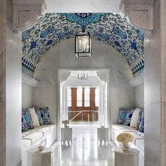 Discover the best Interior Design inspirations from all over the world! Take a bit of the Chinese interiors influence and get inspired! Best Interior, Luxury Interior, Interior Styling, Decor Interior Design, Interior Decorating, Style Marocain, Blue And White China, Top Interior Designers, Blue Rooms