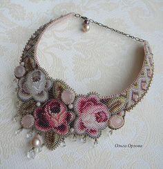 Beaded Necklace with roses by Olga Orlova Beaded Earrings, Beaded Jewelry, Handmade Jewelry, Kitsch, Bracelet Patterns, Beaded Flowers, Bead Art, Bead Weaving, Beaded Embroidery