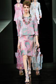 Giorgio Armani Spring 2014 Ready-to-Wear Fashion Show - Josephine van Delden